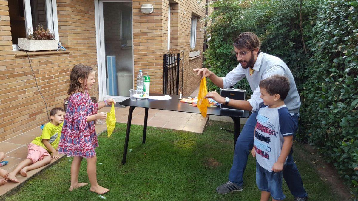 mago infantil, magia para fiestas infantiles, magos para cumpleaños infantiles barcelona, mago cumpleaños infantil