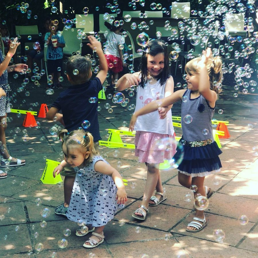 contractar tallers infantils, tallers per festes infantils, contractar tallers infantils a barcelona, taller de maquillatge infantil, taller de circ barcelona, tallers per festes infantils, tallers per festes de nens, tallers per nens barcelona, empreses d'animació infantil, taller de bombolles gegants barcelona