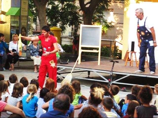 contractar espectacles infantils per escoles, espectacles infantils barcelona, contractar pallassos per festes infantils