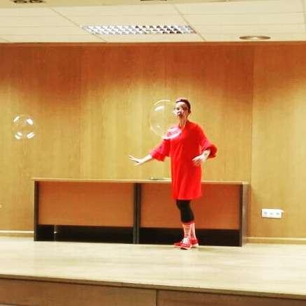 burbujas gigantes, espectacles de bombolles barcelona, espectacles amb bombolles, bombolles gegants barcelona, animacions infantils amb bombolles de sabó, como hacer burbujas gigantes,